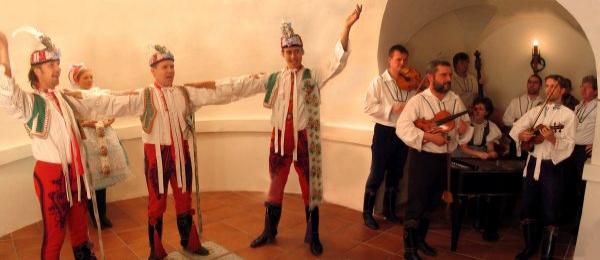 Zp�vn�k - Moravsk�, �esk� a slovensk� lidov� p�sni�ky - cimb�lov� hudba